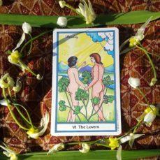 La magia de la carta de los enamorados en el Tarot